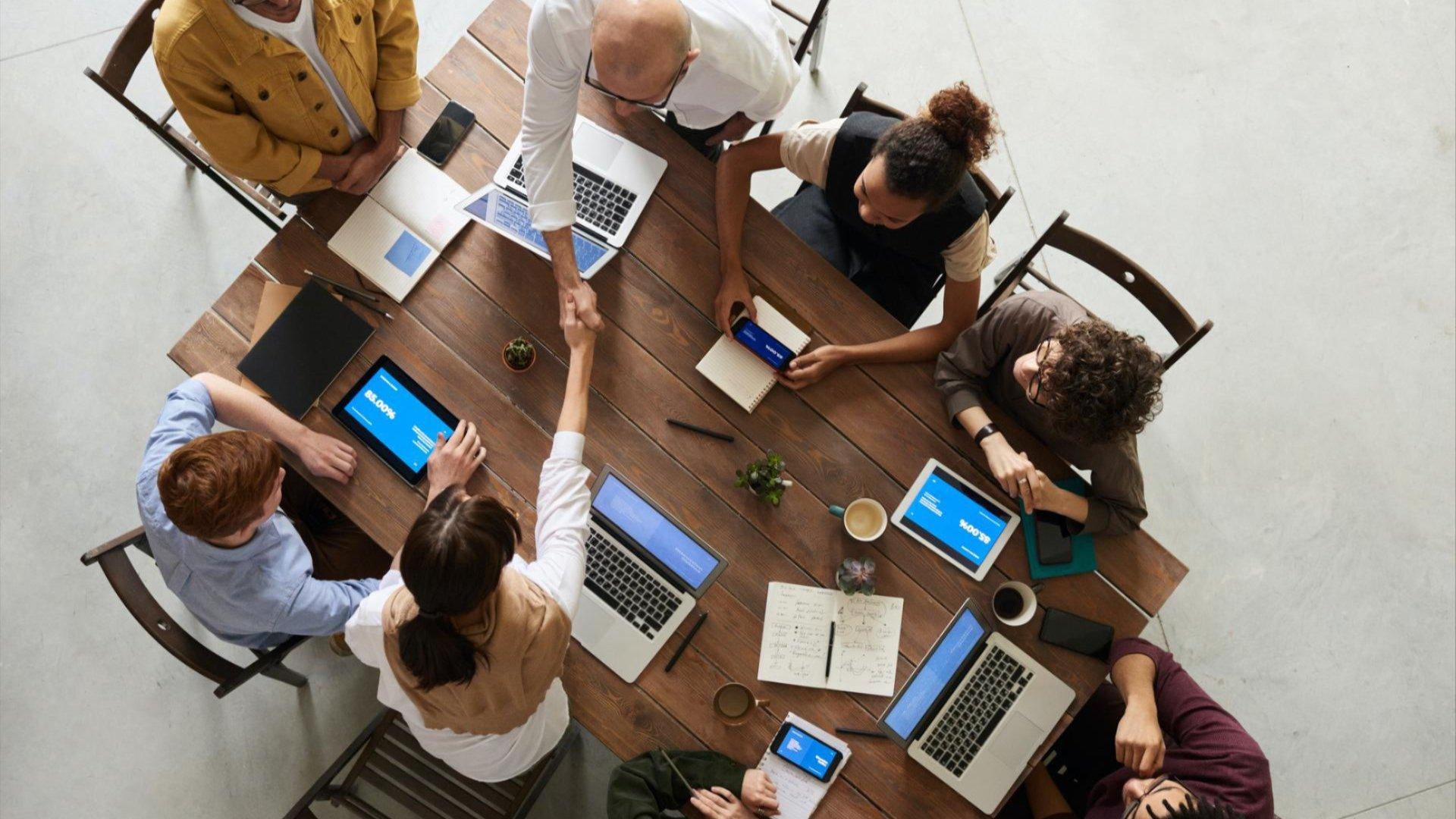 Course Image Liderazgo, comunicación y trabajo en equipo en entornos presenciales y online